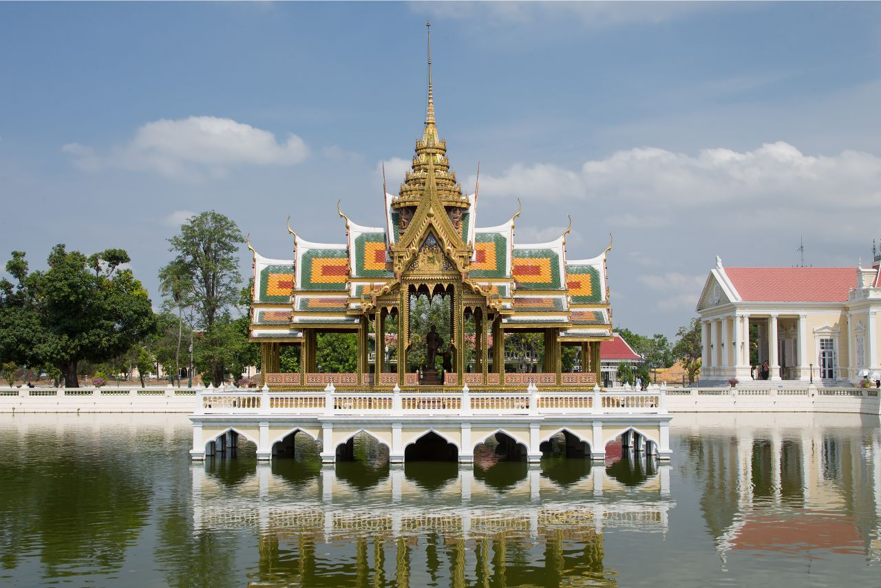 AYUTTHAYA ONE DAY TOUR  AND BANG PA IN ROYAL SUMMER PALACE + LUNCH